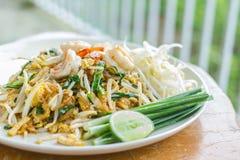 Garniture thaïe de nourriture thaïe, nouilles de friture de Stir photos stock