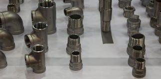 Garnitures d'acier inoxydable pour des tuyaux images libres de droits
