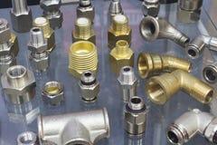 Garnitures d'acier inoxydable pour des tuyaux photo stock