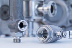 Garnitures et robinet à tournant sphérique avec le foyer sélectif sur des garnitures de fil Images stock