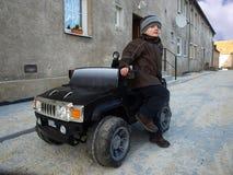 Garçon avec le véhicule Photo libre de droits
