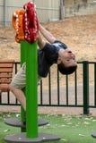 Garçon d'enfant dans le terrain de jeu Image stock
