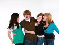 Garçon de l'adolescence avec les filles de l'adolescence Photos stock