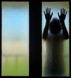 Garçon effrayé qui a besoin de l'aide Photographie stock libre de droits