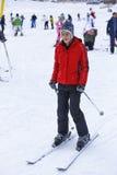 Garçon heureux appréciant dans la neige Photographie stock libre de droits