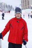 Garçon heureux appréciant dans la neige Image stock