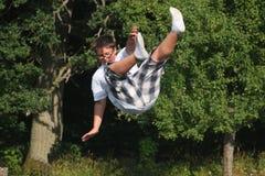 Garçon tombant vers le bas Image libre de droits