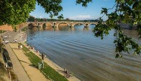 Garonne ποταμός, pont neuf, γέφυρα και δέντρα, Τουλούζη, Γαλλία στοκ εικόνες