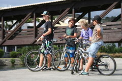 Garçons sur des vélos Image stock