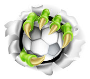 Garra con el estallido del balón de fútbol del fondo Imagenes de archivo