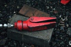 Garra hidráulica roja de la herramienta de la reparación Fotos de archivo