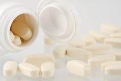 Garrafa com comprimidos Fotografia de Stock