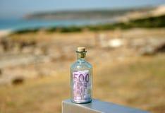 Garrafa com euro 500 para dentro Imagem de Stock