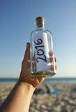 garrafa 2016 com mensagem do ano novo disponível Fotos de Stock