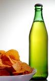 Garrafa da soda e dos petiscos Imagem de Stock