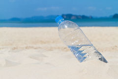 Garrafa de água bebendo Imagem de Stock