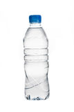 Garrafa de água isolada no branco imagens de stock royalty free