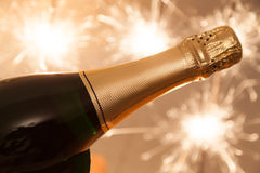 Garrafa de Champagne na véspera de anos novos Imagens de Stock