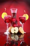 Garrafa de la sangría para dos o ponche de fruta Imagenes de archivo