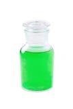 Garrafa de vidro com o líquido verde isolado no branco, medicina, sabão, champô, lavagem do prato, gel do chuveiro, extrato erval foto de stock royalty free