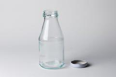 Garrafa de vidro vazia de leite Foto de Stock