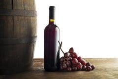 Garrafa de vinho tinto com fundo do tambor imagem de stock royalty free