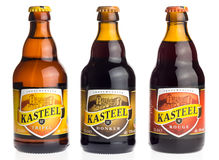 Garrafa do belga Kasteel Tripel, Donker e cerveja vermelha Fotografia de Stock Royalty Free