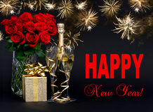 Garrafa do champanhe com fogos-de-artifício e as flores dourados Foto de Stock