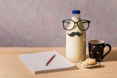 Resultado de imagem para foto de caderno com garrafa de agua