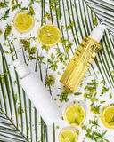 A garrafa do tônico de iluminação e a garrafa de iluminar o leite cosmético Imagens de Stock Royalty Free