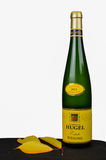 Garrafa do vinho francês de Alsácia Fotografia de Stock