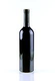 Garrafa do vinho isolada sobre o fundo branco Foto de Stock Royalty Free