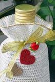 Garrafa festiva com cora??es Frasco bonito fotos de stock