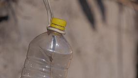 Garrafa plástica de suspensão foto de stock royalty free