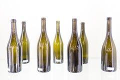 Garrafa vazia do vinho em um fundo branco Imagens de Stock Royalty Free