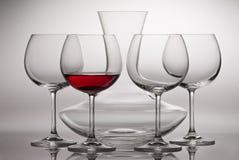 Garrafa y copas Foto de archivo libre de regalías