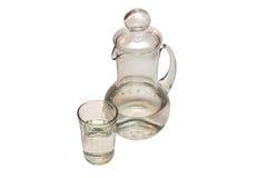 Garrafa y vidrio con agua Foto de archivo libre de regalías