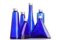 Garrafas azuis pequenas isoladas Fotografia de Stock Royalty Free