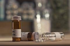 Garrafas com glóbulo da homeopatia Foto de Stock Royalty Free