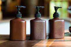 Garrafas com sabão líquido ou loção no banheiro Imagem de Stock Royalty Free