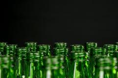 Garrafas de cerveja verdes Fotos de Stock Royalty Free