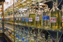 Garrafas de óleos essenciais na exposição Fotos de Stock Royalty Free