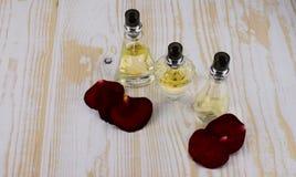 garrafas de perfume bonitas Fotografia de Stock