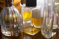 Garrafas de perfume no luminoso Fotografia de Stock