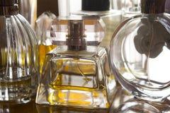 Garrafas de perfume no luminoso Imagens de Stock