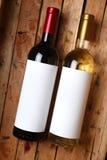 Garrafas de vinho em uma caixa Imagens de Stock