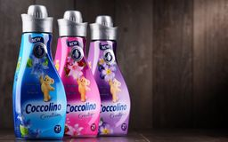 Garrafas do emoliente líquido da tela de Coccolino Imagem de Stock