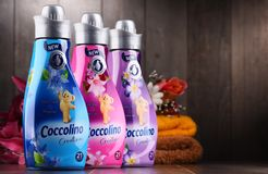 Garrafas do emoliente líquido da tela de Coccolino Fotografia de Stock