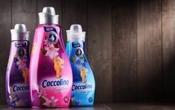 Garrafas do emoliente líquido da tela de Coccolino Fotos de Stock