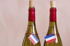 Garrafas do francês do vinho branco imagens de stock royalty free
